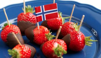Forslag til 17.mai mat: mat på spyd, pai, frukt, grønt, sjokoladefondue, jordbær fondue 17. mai