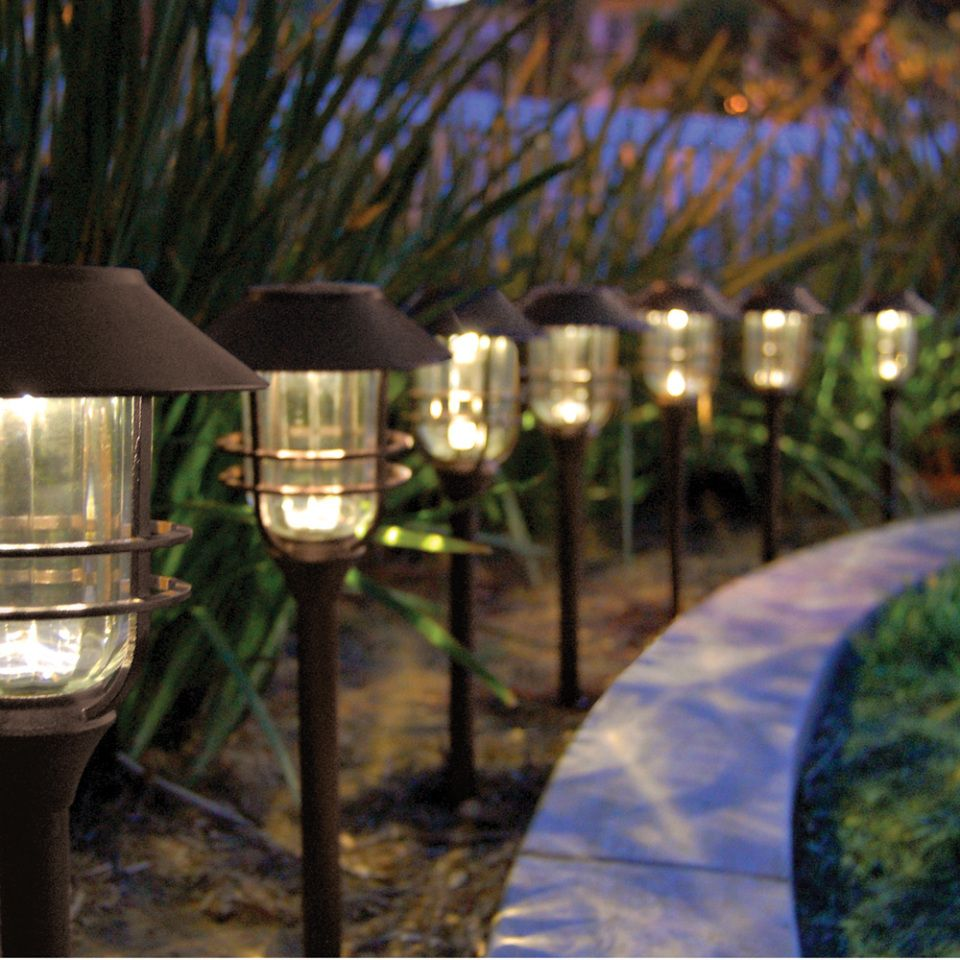 Best Solar Pathway Lights Ideas - http://everythingcrm.net/best ...