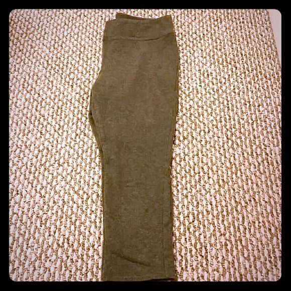 Gap leggings Gray gap leggings. Cotton and spandex. Falls under the knee. GAP Pants Leggings