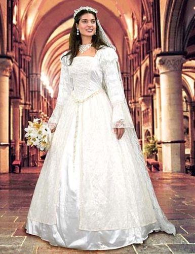 Renaissance Wedding Gown Veil Pearson S Pe Keywords Renaissanceweddings Jevelweddingplanning Follow