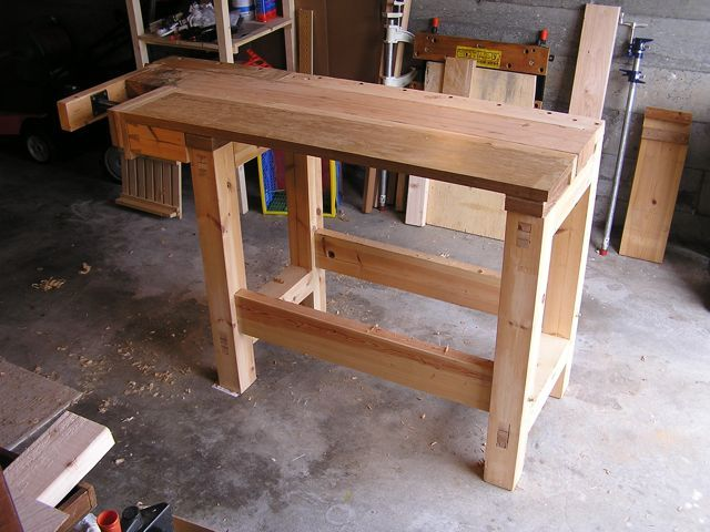 """Walkaround"" workbench for a small shop 