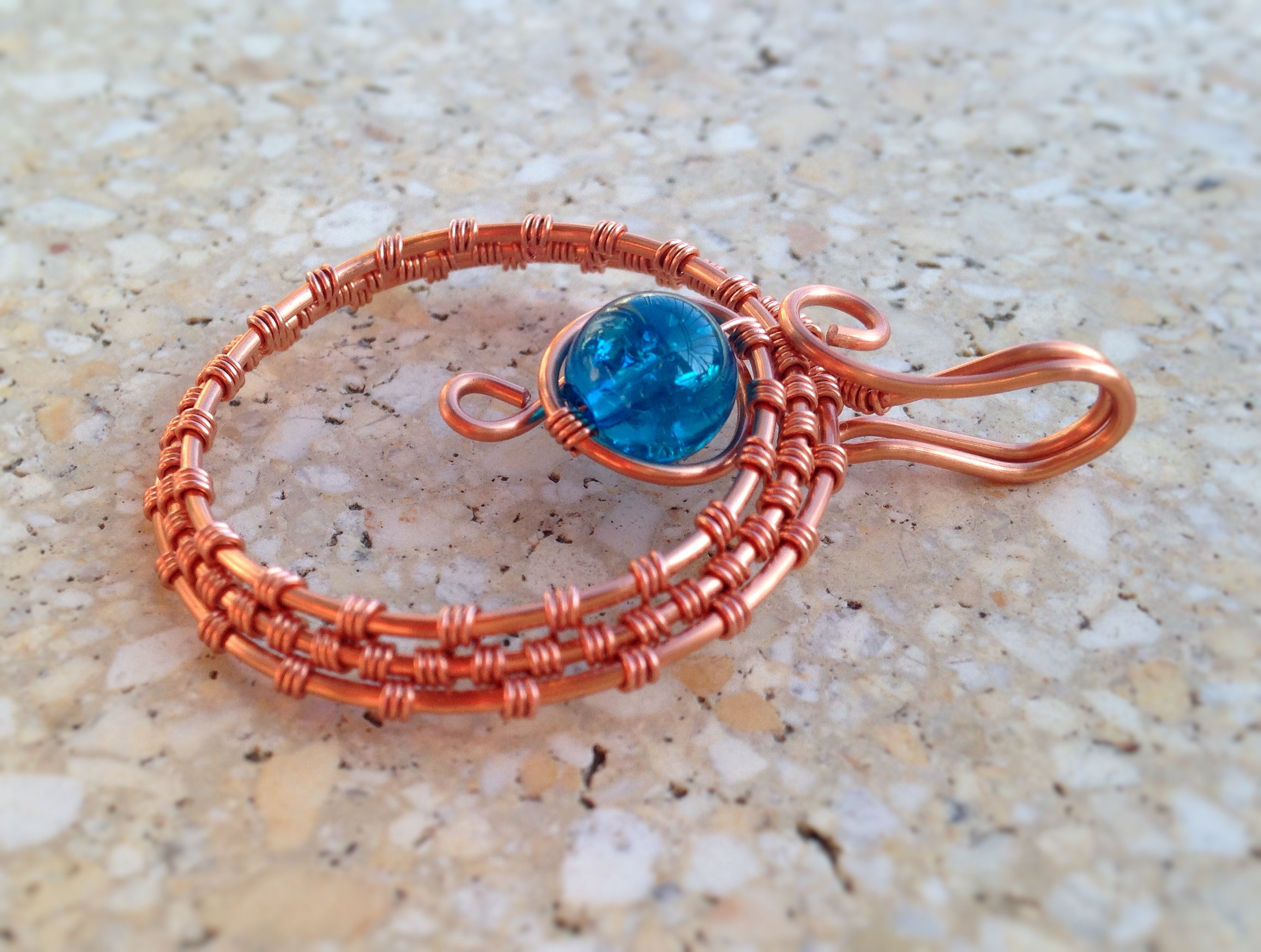 Wire Wrapped Pendant // Materials: Copper Wire (1,0 mm; 0,4 mm); Blue Glassbeads