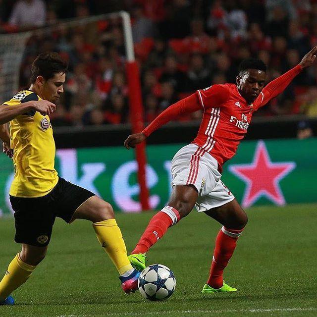Então Raphaël, qual é a tua opinião de jogar no Estádio da Luz? @raphaelguerreiro14