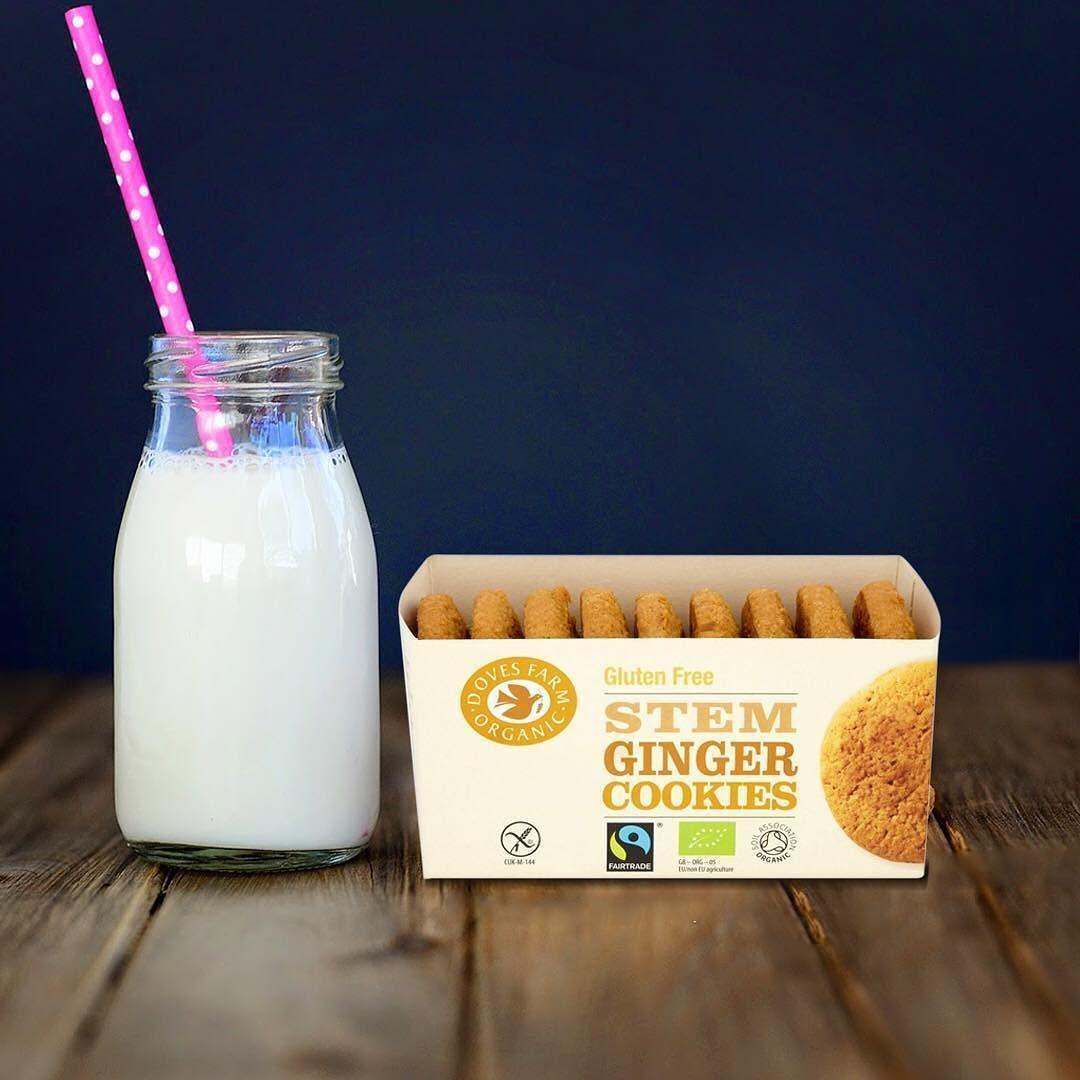 دوفز فارم بسكويت مع مزيج من معجون الزنجبيل و الزنجبيل المطحون الذي يعطي البسكويت نكهة غنية و شهية متوفر في سيفكو Ginger Cookies Glass Of Milk Instagram Posts