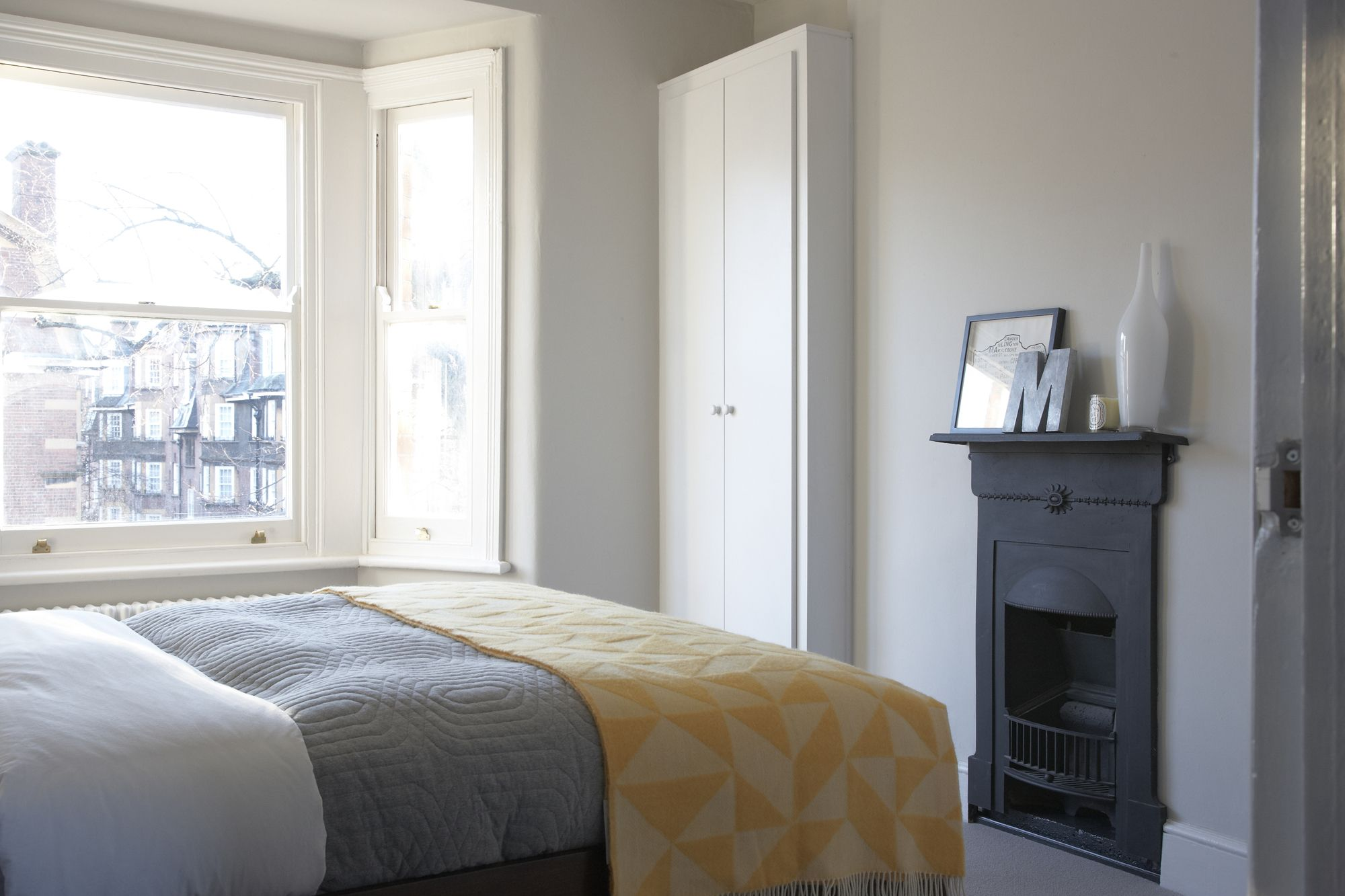 Simple Bedroom Colour grey, black, yellow, white. farrow and ball - ammonite, simple