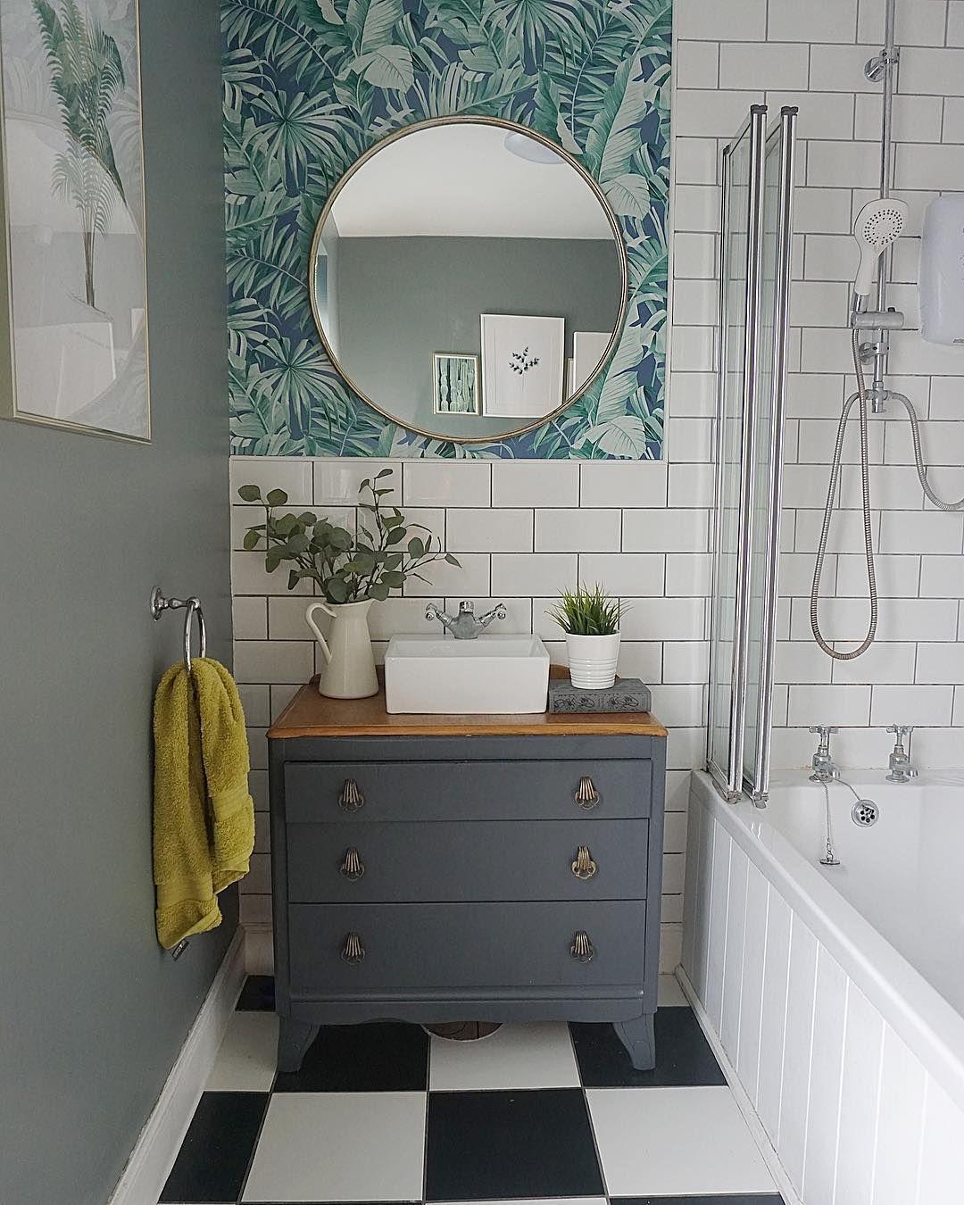 Wallpaper Behind Bathroom Vanity