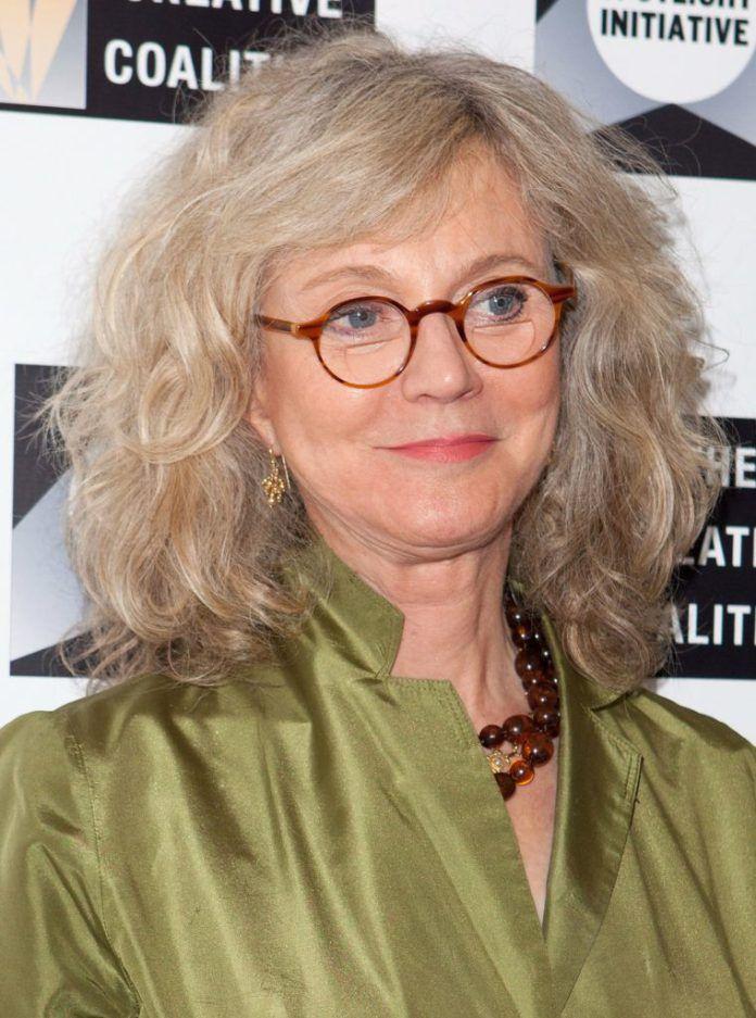 699c1e4f914 35 Idées de coupe pour cheveux femme de 50 ans avec des lunettes Coupe de  Cheveux Blanc Femme de 50 ans avec des Lunettes