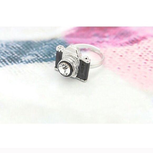 Silver tone vintage camera adjustable ring New. Fun silver tone vintage camera adjustable ring. Thank you for visiting my closet, please let me know if you have any questions, I offer great discounts on bundles  Boutique Jewelry Rings