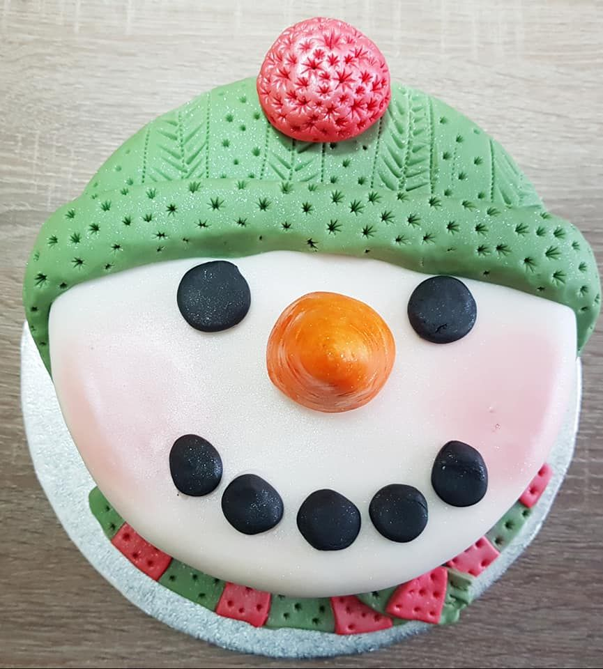 Amazing Snowman Christmas Cake, Perfect For Festive