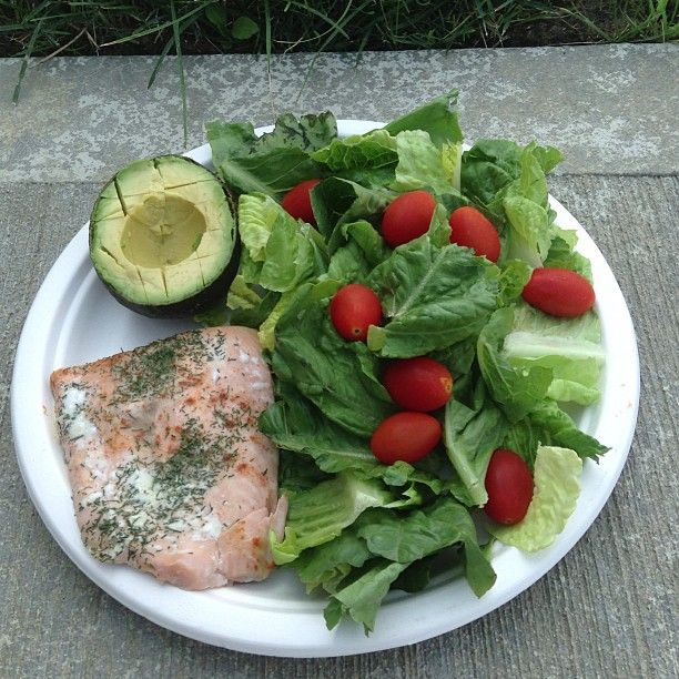 Dill-seasoned salmon with a side salad and avocado.   * It would be great to start having salads in every meal and it takes up half the plate.