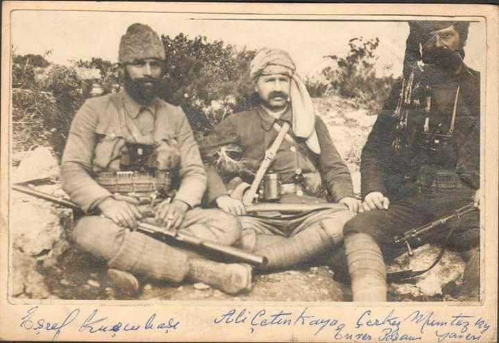 Kuşçubaşı Eşref, Ali Çetinkaya ve Enver Paşa'nın yaveri İzmitli Mümtaz Bey aynı karede.