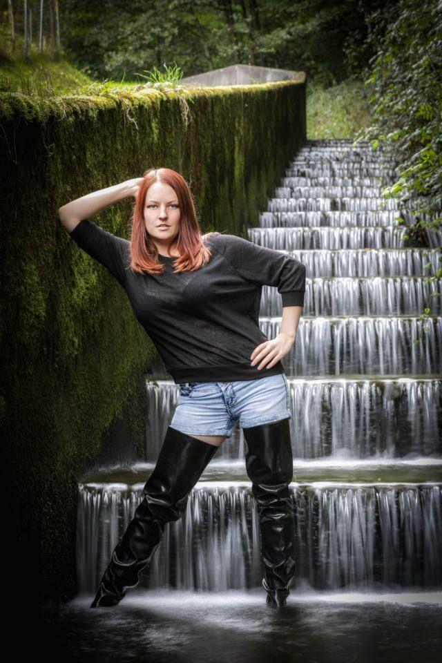 Karlie Kloss wears bizarre waist high boots as she attends