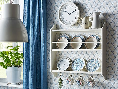 Credenza Piattaia Ikea : A white plate shelf filled with plates in different sizes and