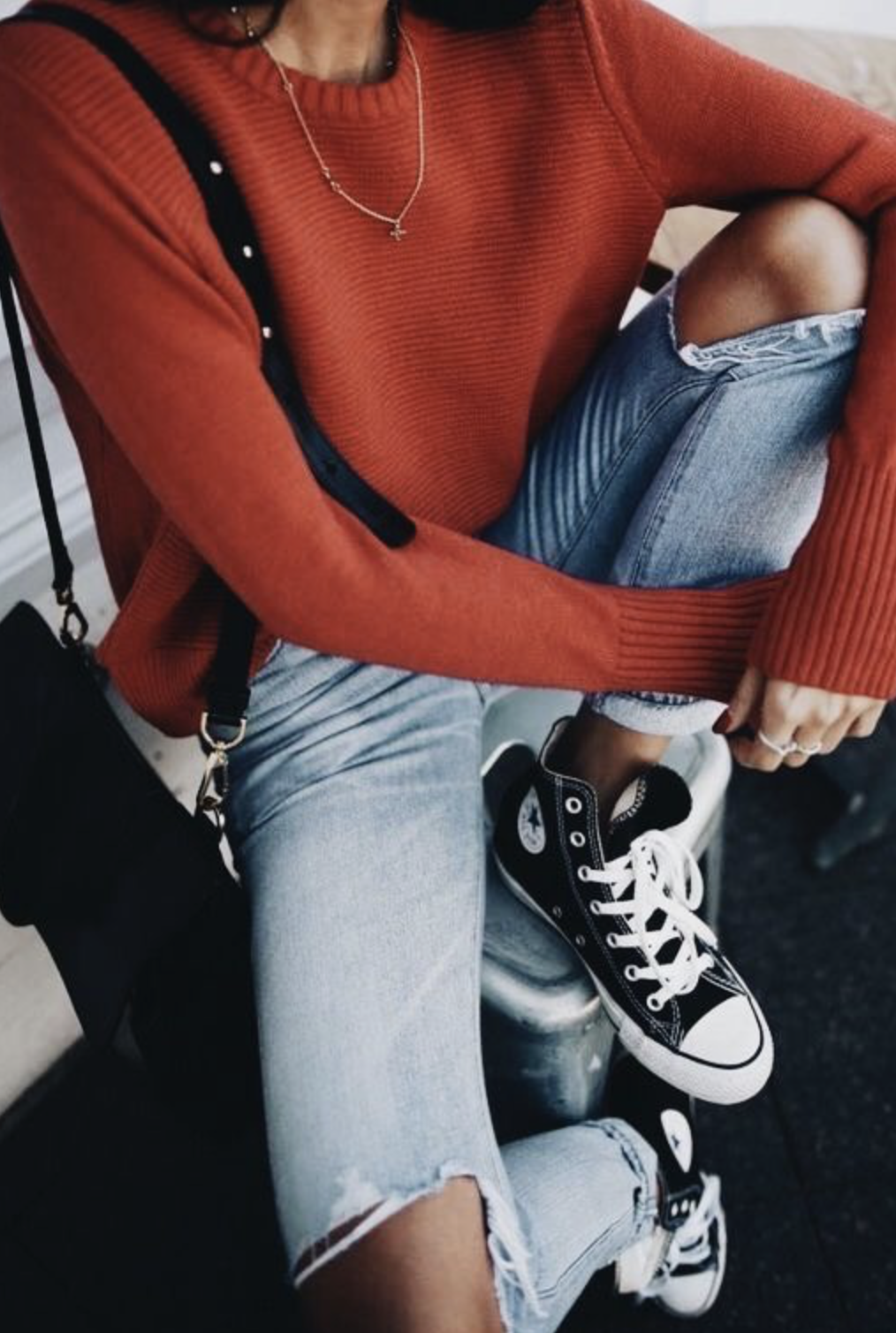 Rust jumper | mom jeans ~ black converse | Fall fashion