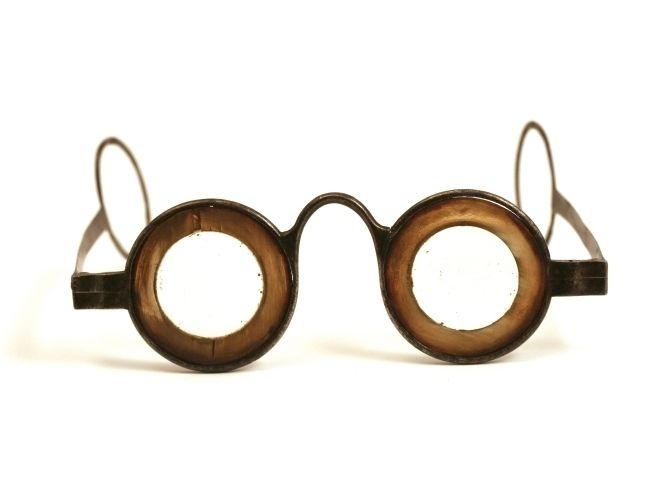 Antique spectacles for doctors.