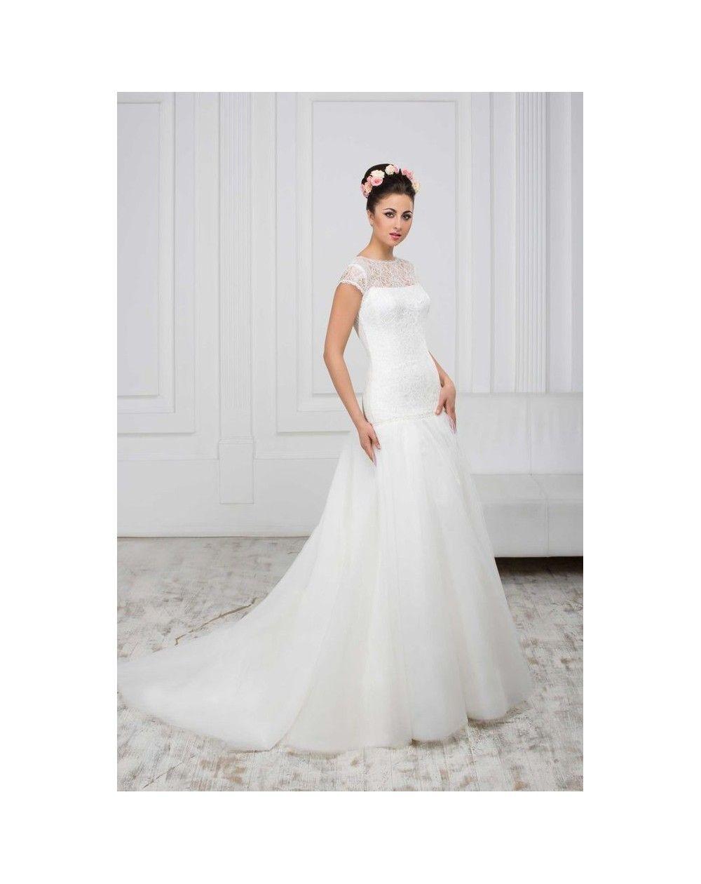 c5d1d63647f9 Luxusné svadobné šaty s čipkovaným korzetom s krátkymi rukávmi a širokou  tylovou sukňou