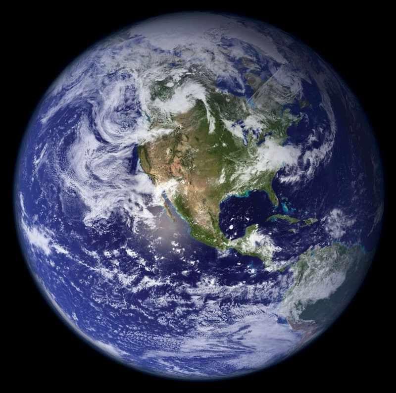 terra-Il terzo pianeta del Sistema solare in ordine di distanza dal Sole.La parte compatta, solida, della superficie terrestre, che emerge dalle acque. L'orbita della T. ha un raggio medio di circa 150 milioni di km e si svolge fra quella di Venere, all'interno, e quella di Marte, all'esterno. La T. ha un unico satellite, la Luna. www.treccani.it