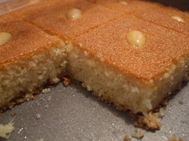 طريقة عمل البسبوسة الطرية عالم الطبخ والجمال Semolina Cake Recipe Semolina Cake Arabic Sweets Recipes