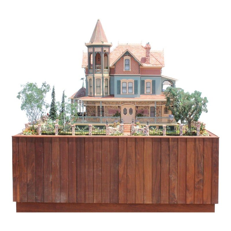 Heritage Museum l.a on S. Calif. Architecture Victorian Doll House & Case #victoriandolls
