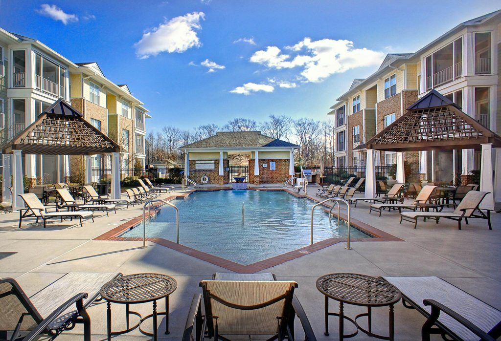 Cottage Trails At Culpepper Landing Luxury Apartments In Chesapeake Va Resort Style Pool Luxury Apartments Cottage