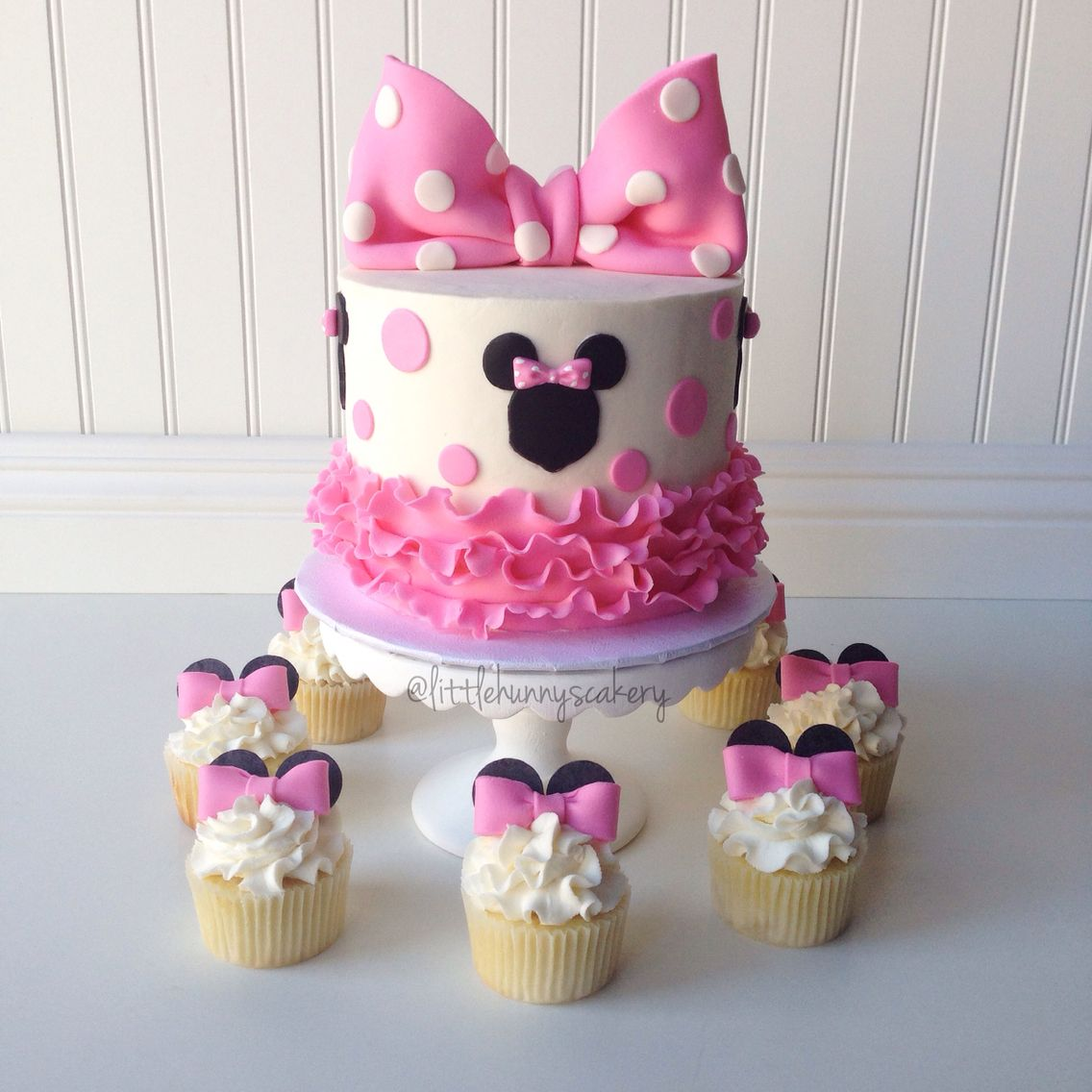 Astounding Minnie Mouse Cake And Cupcakes With Images Minnie Mouse Personalised Birthday Cards Veneteletsinfo