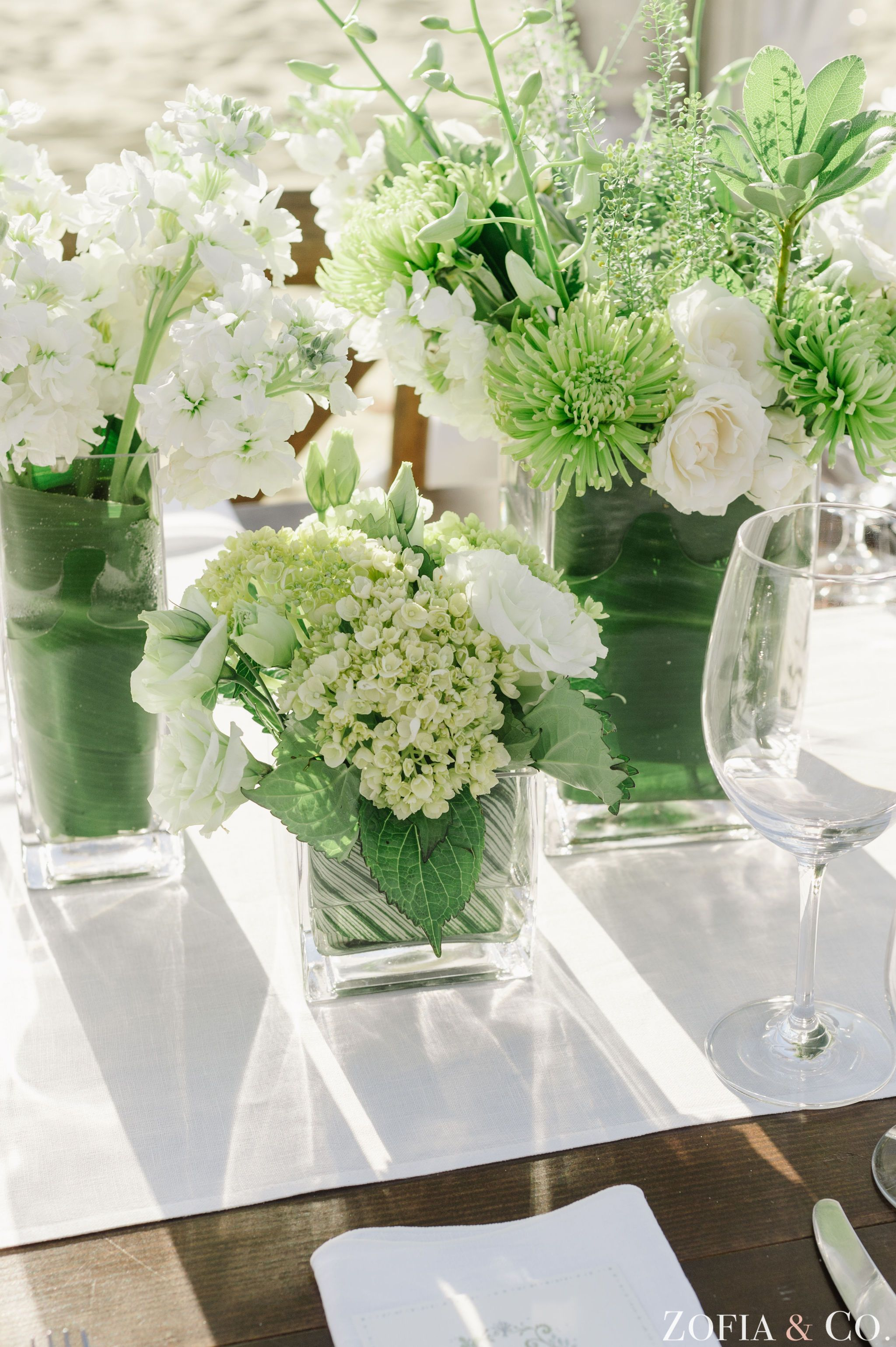 green and white centerpieces galley beach wedding soiree floral rh pinterest com