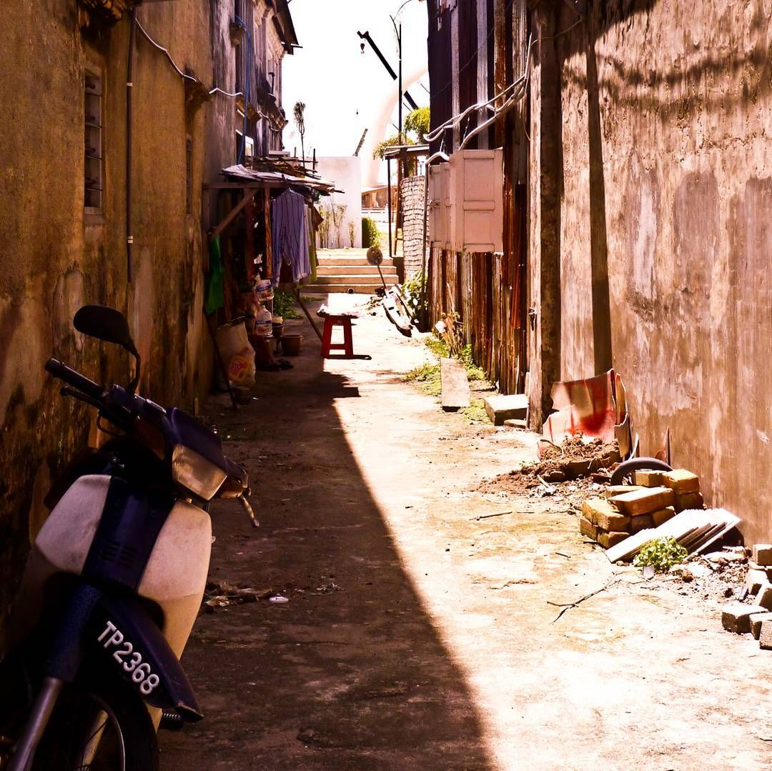 Atmospheric alley in #terengganu #malaysia #holiday #travel #travelasia #traveladdict