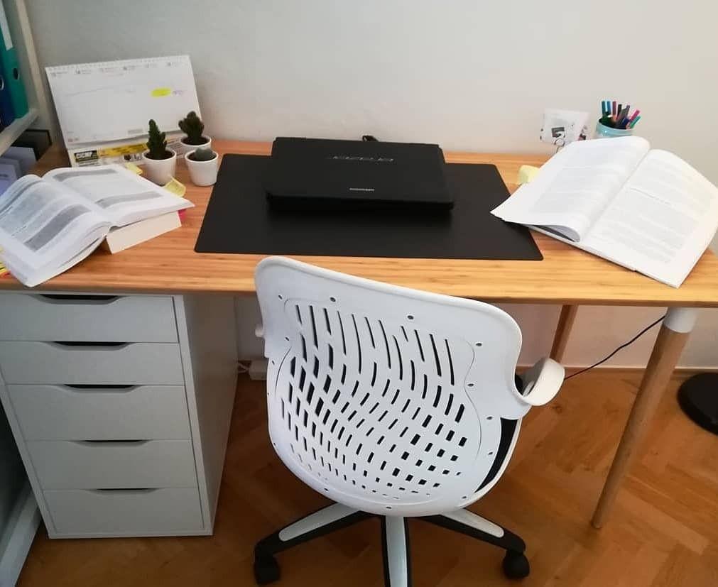 Diy Schreibtisch Ikea Alex Kommode Hilver Tischplatte Home Office Scandi Scandinavian Homeoffice Buro Holzschr Holzschreibtisch Schreibtisch Ikea Schreibtisch