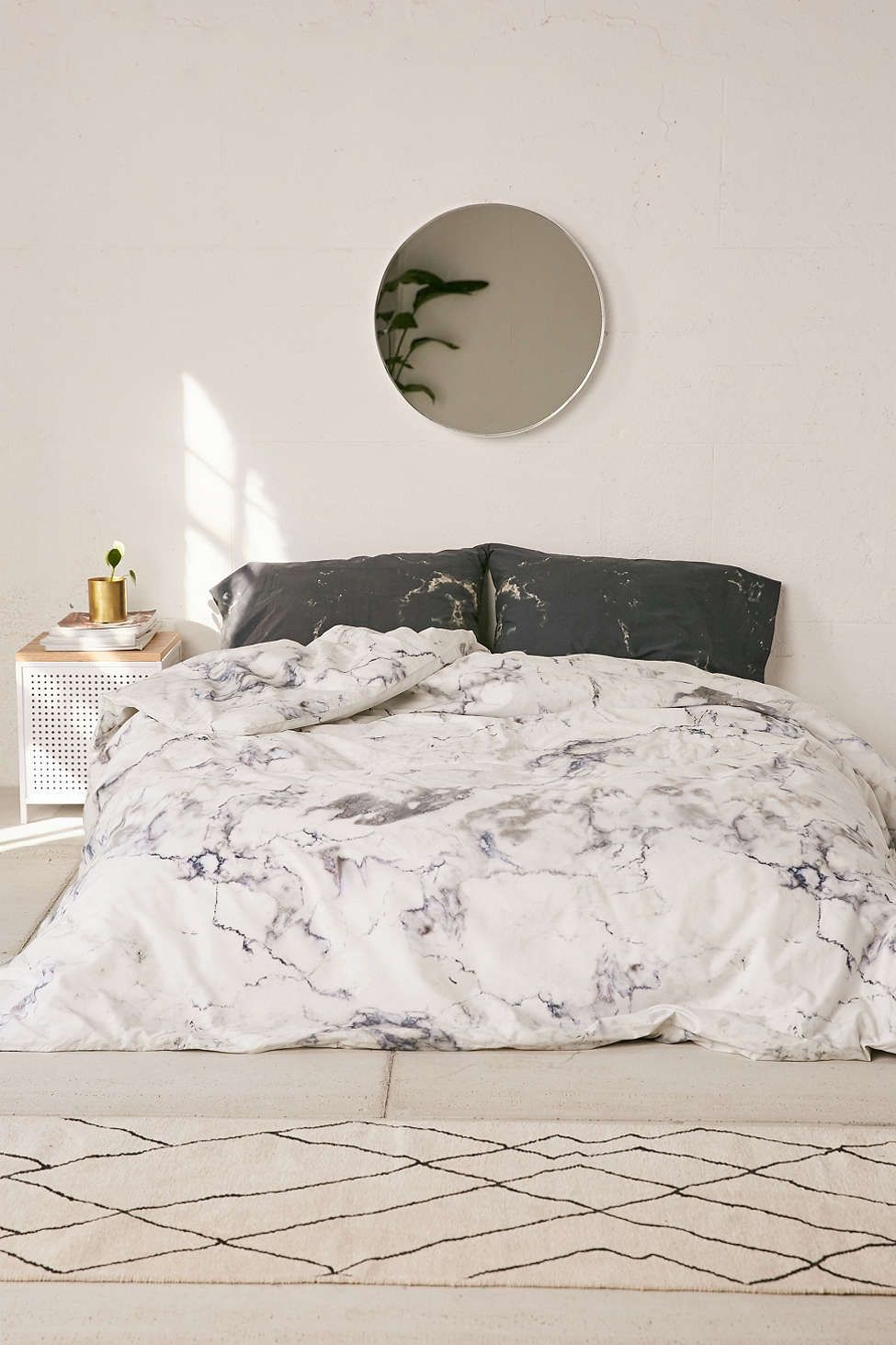 Marble Bedroom: 20 Refreshing Modern Bedroom Design Ideas