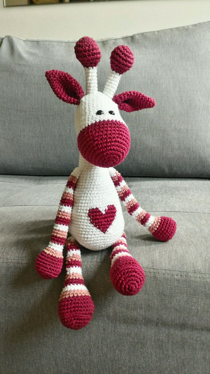 Uma girafa cheia de amor pra dar! As cores podem ser alteradas conforme a sua es...