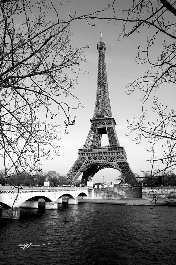 Black and white eiffel tower print