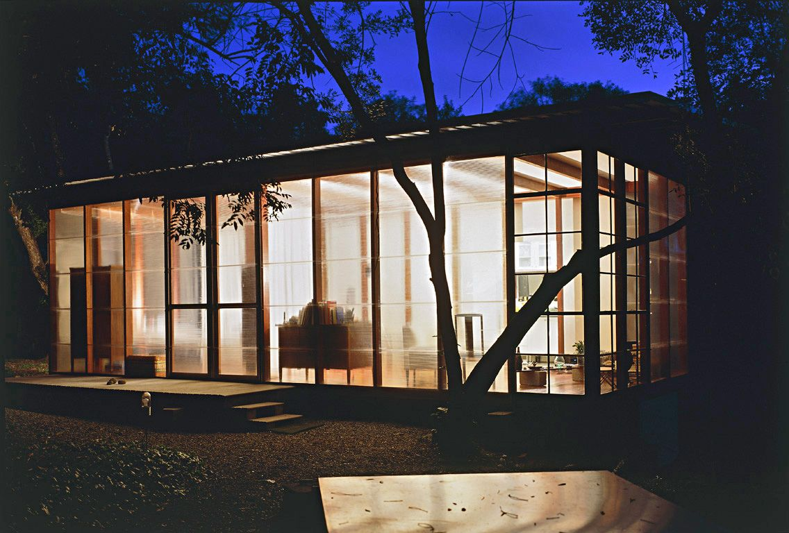DAlessandro House, Andrade e Moretin Architects, Carapicuiba, São Paulo , Brazil. Pavillion made with wood structure and policarbonate