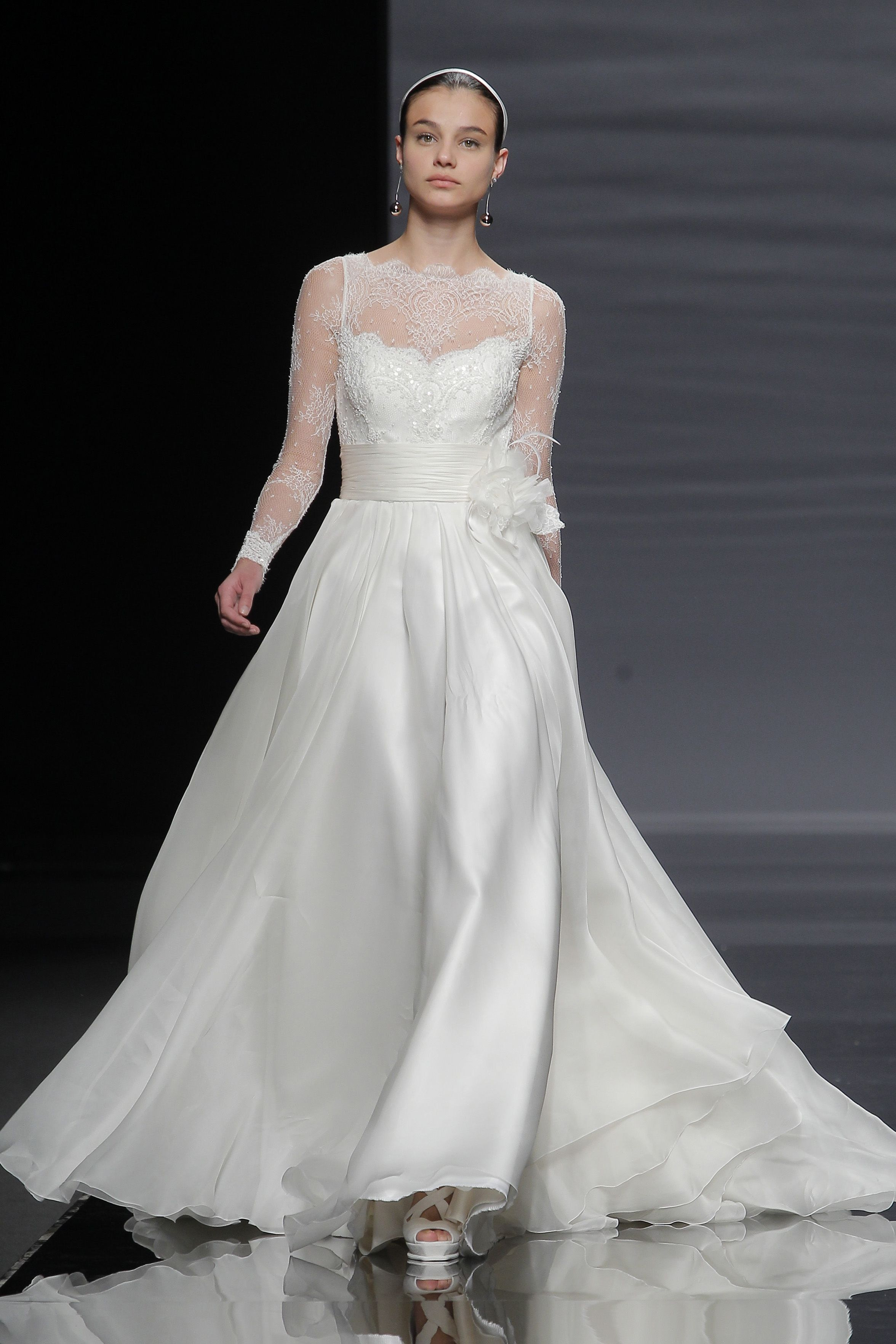12c947f66 Pin de Valmont Barcelona Bridal Fashion Week en ROSA CLARÁ 2014 ...