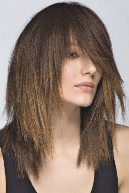 coupe cheveux mi long dégradé effilé avec frange Coupes