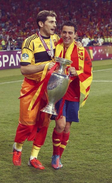 Casillas And Xavi Laroja Best Football Team Sports Hero Football Team