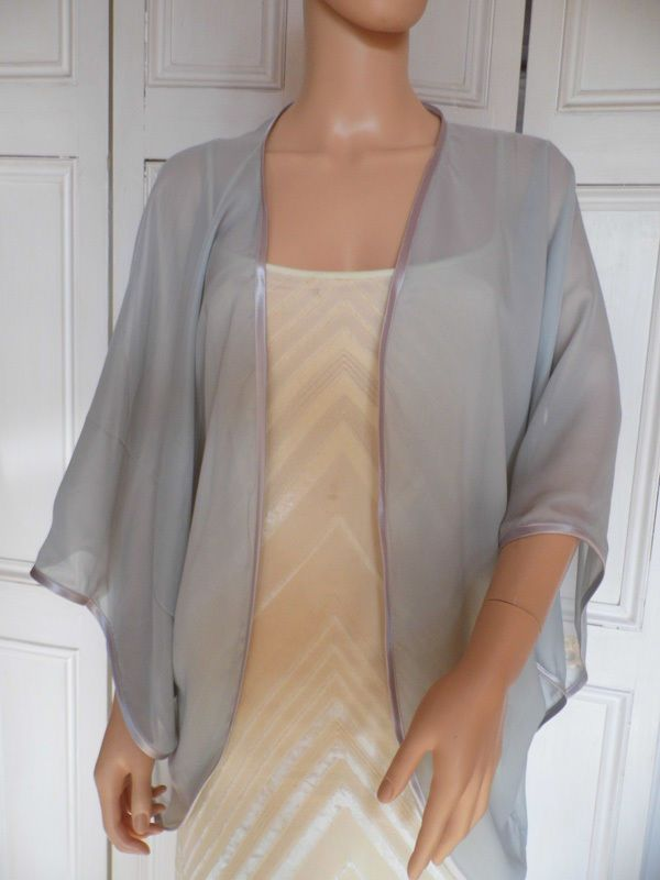 Silber Chiffon Kimono Umhang Hochzeit Abend Strickjacke Bolerojacke.. Größen in Kleidung & Accessoires, Hochzeit & Besondere Anlässe, Brautjungfern & Bes. Anlässe | eBay