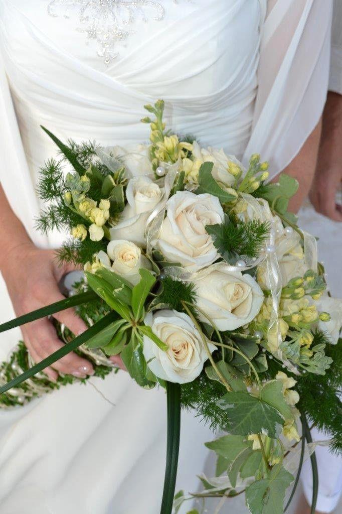 Brautstrauss Grun Weiss Elegant Hochzeitsblumen Brautstrauss Brautstrauss Grun