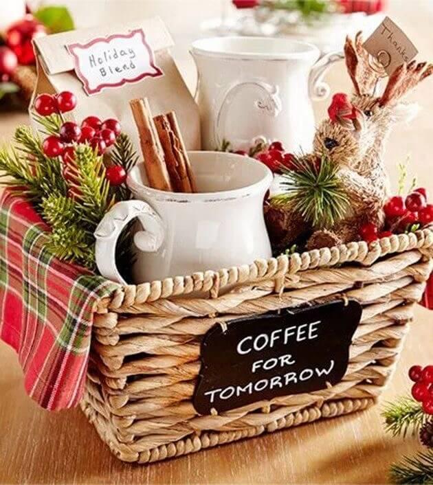 30 DIY Christmas gift basket ideas easy and cheap | Paniers cadeaux de noël, Cadeau noel ...