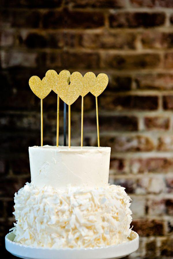 white cake with HEARTS. we love love so much. #blackandgoldwedding #modernwedding #weddingchicks http://www.weddingchicks.com/2013/12/31/black-and-gold-wedding-ideas/