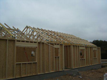 pose de charpente sur maison en bois Maison en ossature bois - maison bardage bois couleur