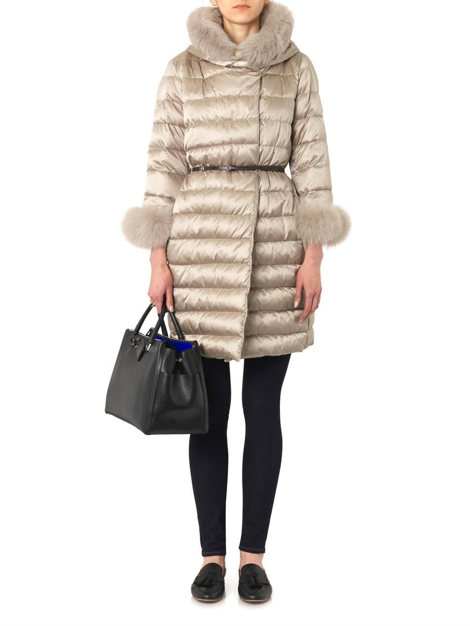 Max Mara S Taupe Novef Coat Is Part Of The Label S Fully Reversible Cube Collection That Can Be Folded Away Into A Travel Bag Description Fashion Coat Clothes [ 1267 x 950 Pixel ]