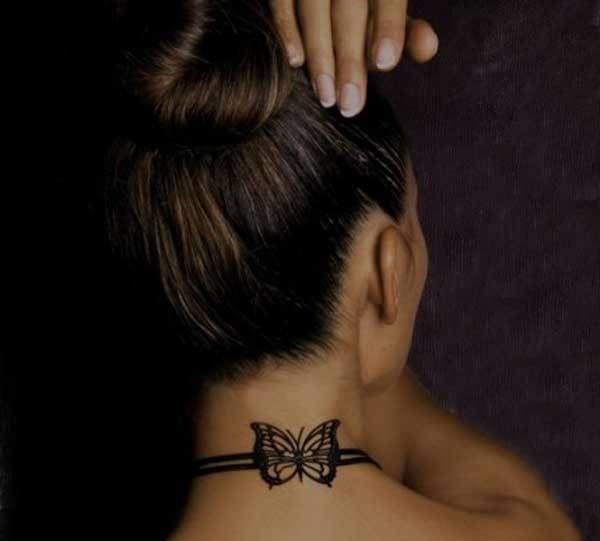 coole tattoos f r frauen schmetterling am hals tattoos. Black Bedroom Furniture Sets. Home Design Ideas