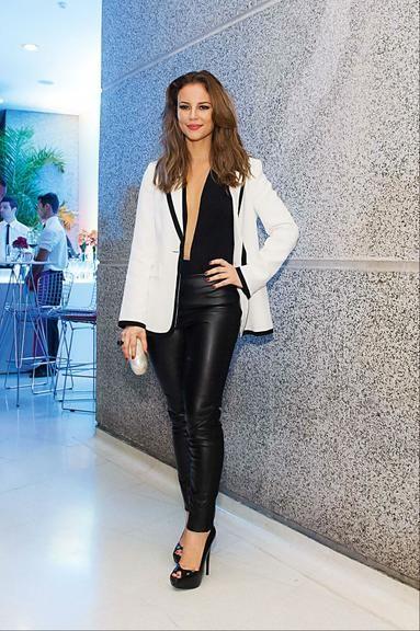 0ee1dd2ca86 Veja 35 famosas que vestem blazer branco e saiba como usar!