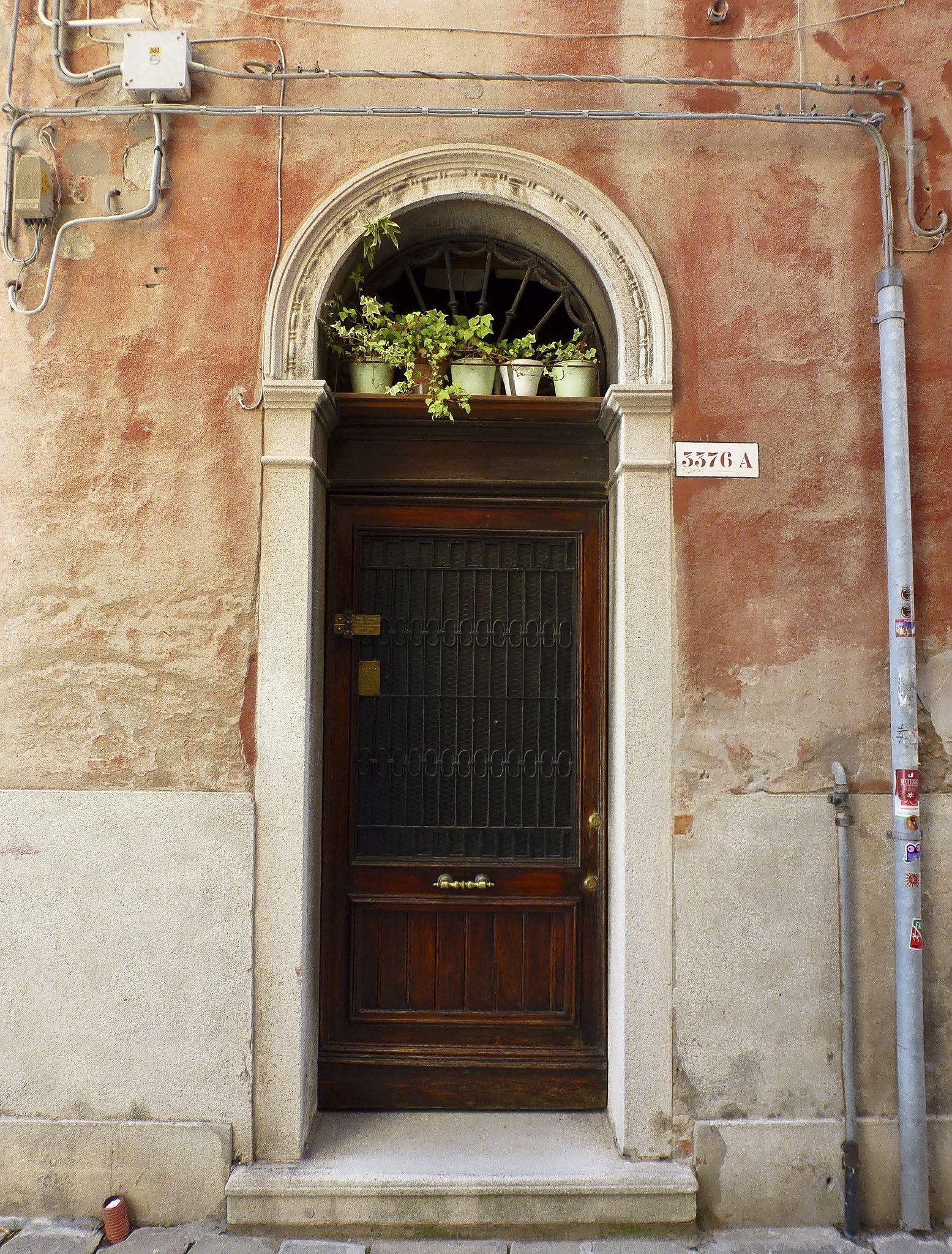 San Marco, Venezia, Veneto, Italy- Macetas en la puerta   by Black Joe Lewis  architecture . door