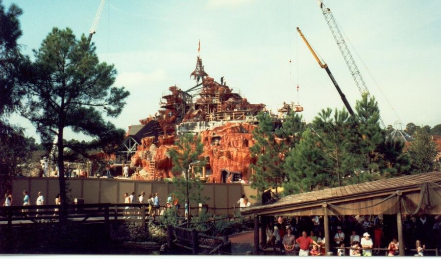 The building of splash mountain in frontierland