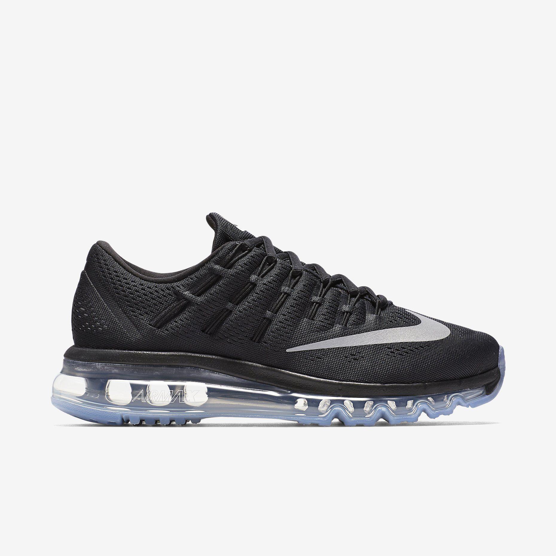ce274aa9075c9 Découvrez toute la collection de chaussures, vêtements et équipements Nike  sur www.nike.com