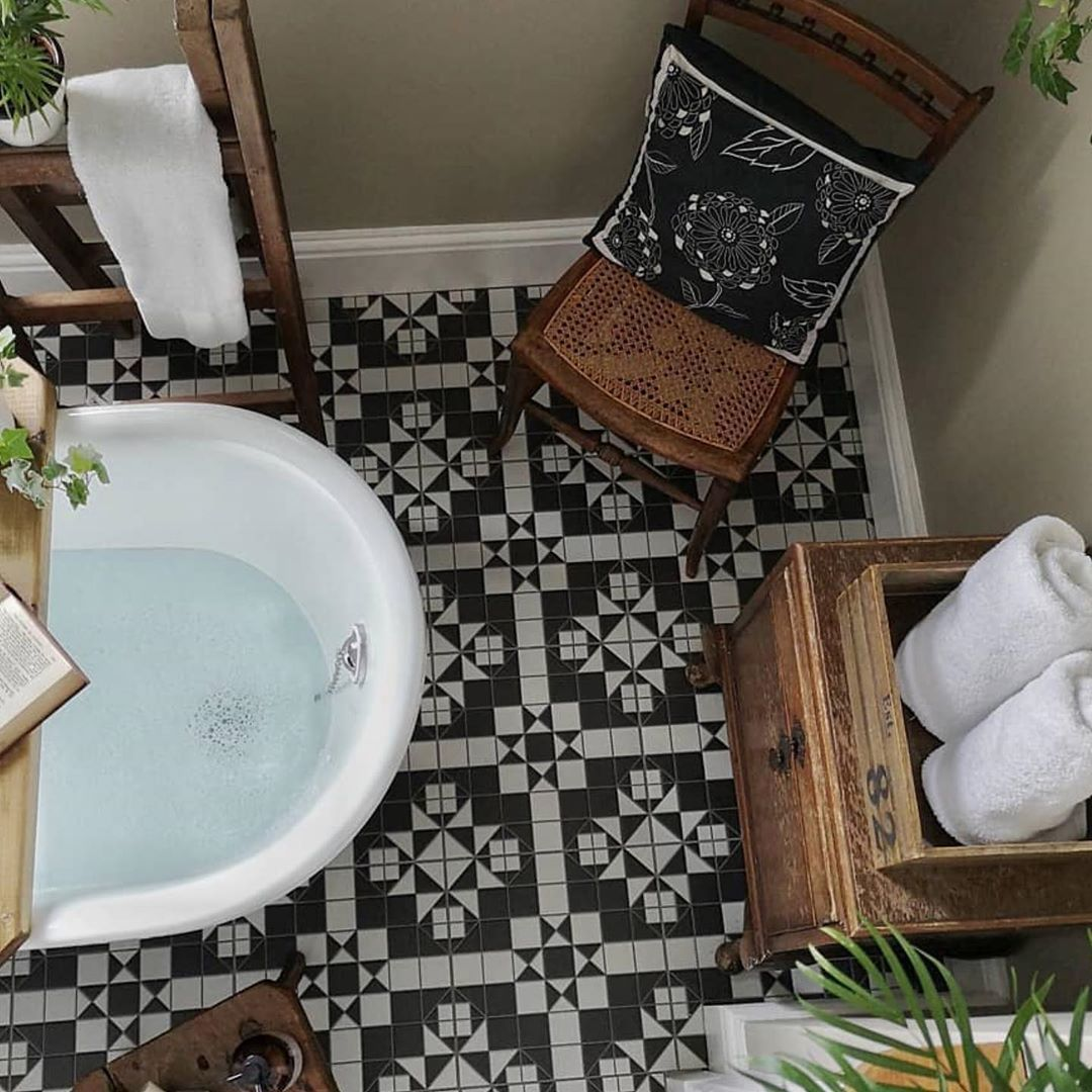 Roll top bath 🛀 and classic black and white tiles...what's