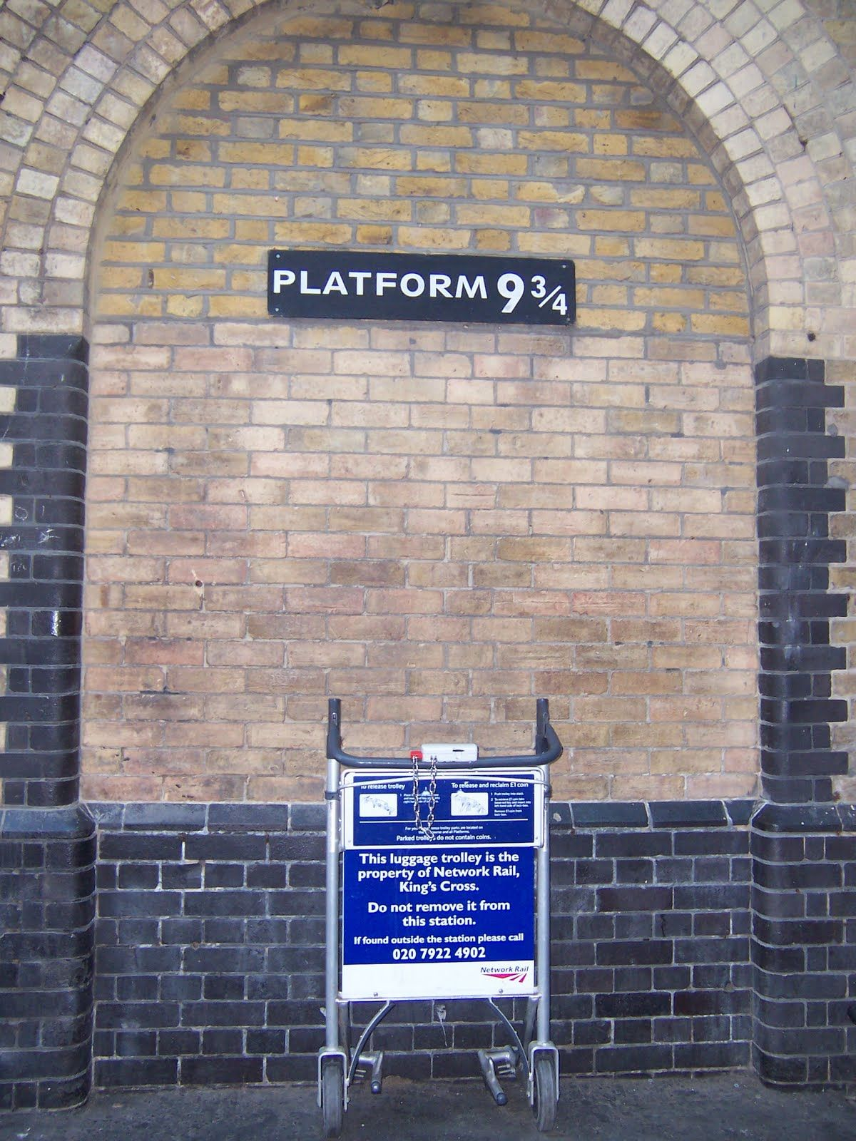 Platform 9 3 4 Google Search Things To Do In London Kings Cross Station London