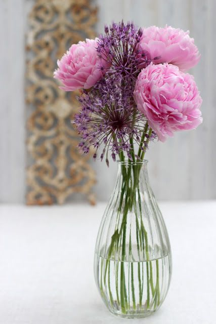 Tiny Blooms 33 Peonies And Alliums Allium Flowers Flower Arrangements Flower Centerpieces