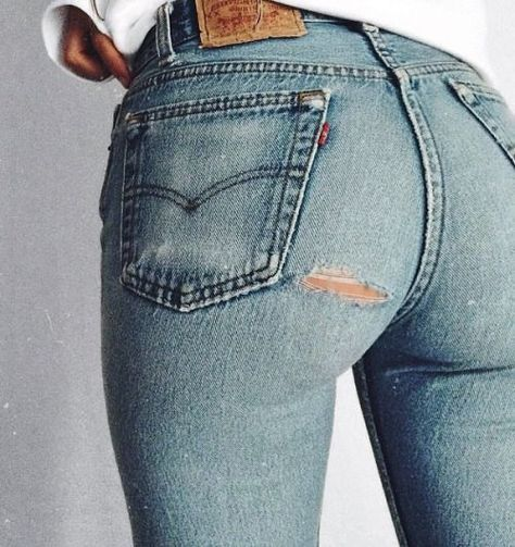 f0c2d609ade1c8 I know I had a pair ripped right about there...when I was so much younger |  FASHION in 2019 | Blue jeans, Schöne hintern, Jeans shorts